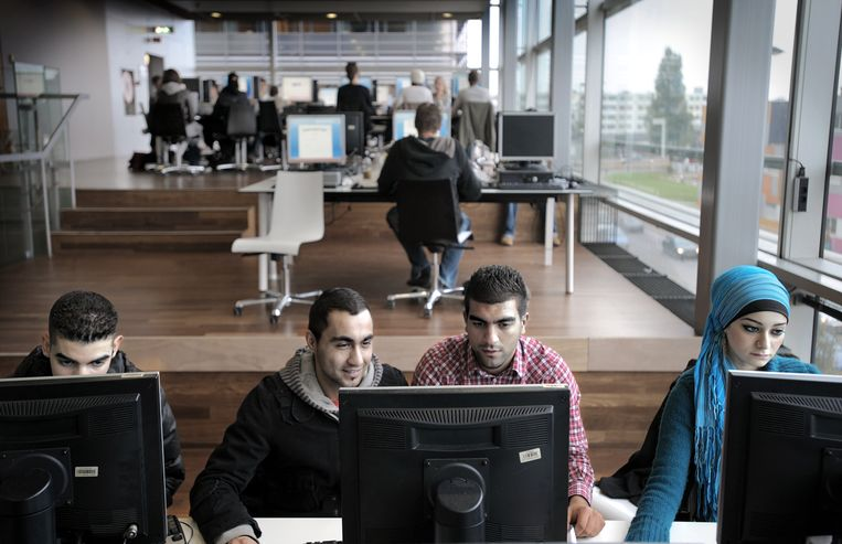 Leerlingen van Hogeschool InHolland in Rotterdam, 2008.  Beeld Joost van den Broek / de Volkskrant