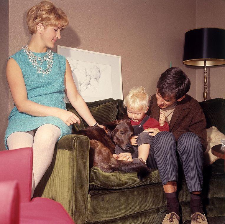 Jasperina de Jong, zoon Pelle en Eric Herfst in 1966. Beeld