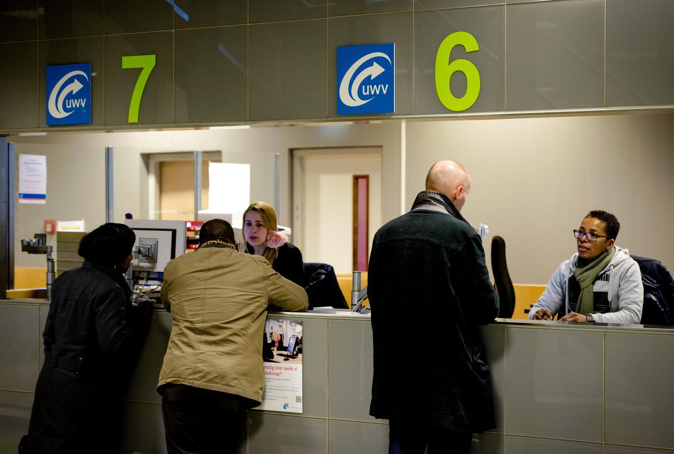 Foto ter illustratie. Werkzoekenden bij het Werkplein van het UWV in Amsterdam.