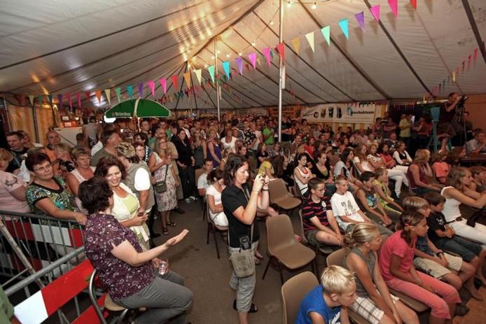 De feesttent in Moerstraten zat drie dagen afgeladen vol. foto Chris van Klinken/het fotoburo