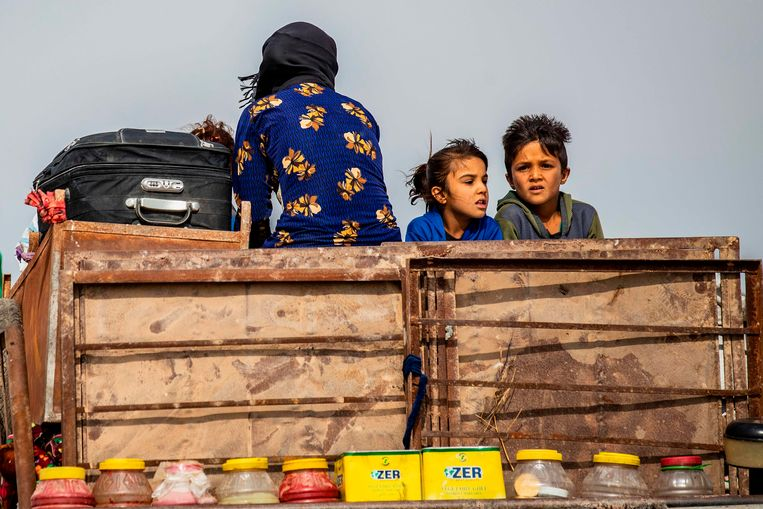 Syrisch-Koerdische en Arabische families ontvluchten de regio.