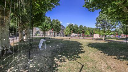 """Stad pakt overlast door voetballende jongeren op Vander Merschplein aan: """"Enkel in voetbalzone shotten en niet na 22 uur"""""""