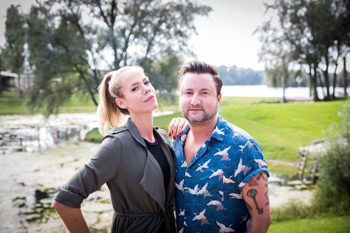Nicolette Kluijver en Dennis Weening tijdens de perspresentatie van de kandidaten voor het nieuwe seizoen van het RTL programma Expeditie Robinson.