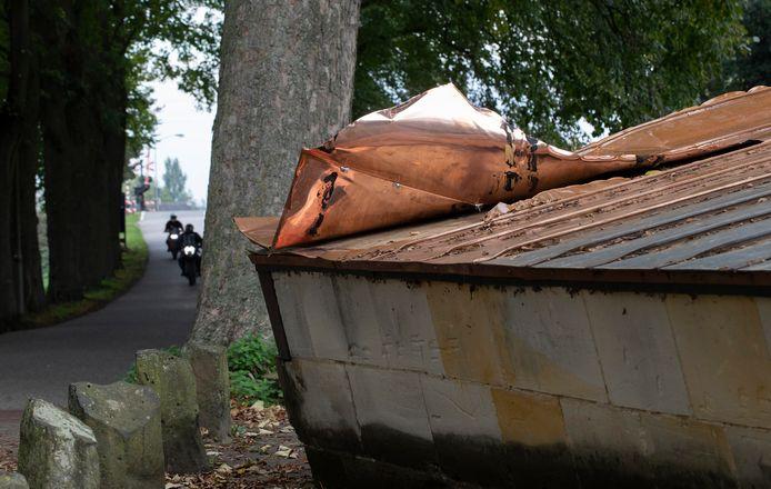 Opnieuw hebben dieven vernielingen aangericht in een poging om het koperbeslag van het bolwerk in Ravenstein te halen.