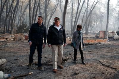 Trump bezoekt rampgebied Californië: 'Triest om te zien'