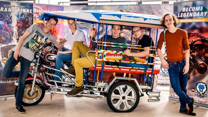 Van links naar rechts: Jesper Bouws-ma, Jan-Willem Molengraaf, Tom Tjeenk Willink, Floris Doolaard, Tim de Jonge van DSEA.
