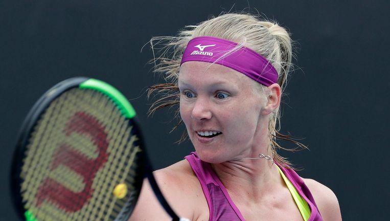 Kiki Bertens in haar partij in de twee ronde van het Australian Open tegen Nicole Gibbs. Na een `ouderwetse bibberset' wist Bertens eenvoudig te winnen. Beeld epa