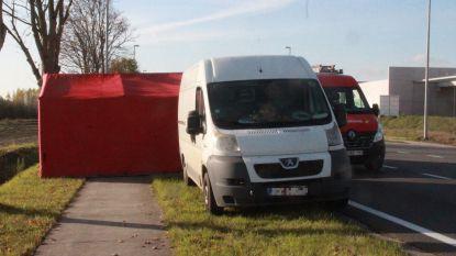34-jarige man dood aangetroffen in bestelwagen in Ruiselede: stierf wellicht toen hij autobatterij zelf wou opladen