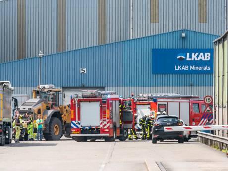 Brandweer rukt met grote slagkracht uit voor brand op industrieterrein Moerdijk