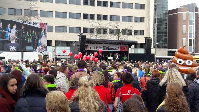 Het onderwijs staakt volgende week donderdag en vrijdag, veel basisscholen sluiten. Een grote manifestatie in Eindhoven is er deze keer niet.