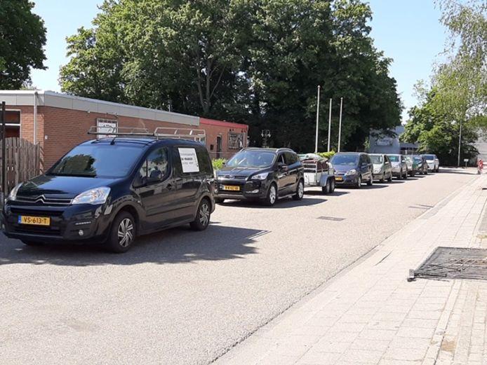 De rij in Wageningen.