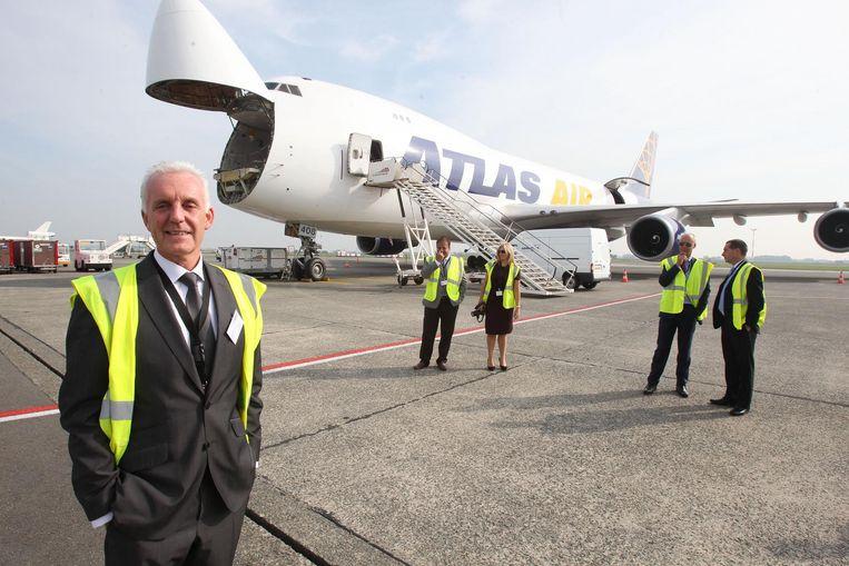 Andrew Leslie bij een van de vliegtuigen van ANA.