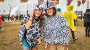 IN BEELD. Een regendans van kleurrijke poncho's: Pukkelpop verzuipt maar vindt dat duidelijk niet erg