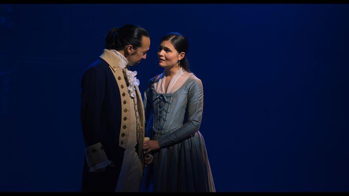 Lin-Manuel Miranda als Alexander Hamilton en Phillipia Soo als Eliza Hamilton in de musical die vanaf aanstaande vrijdag te streamen is bij Disney+.
