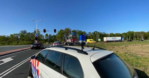 Twee gewonden bij ongeluk N35 bij Nijverdal, weg richting Hengelo dicht.