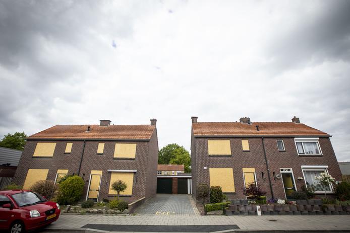 De WBO wil vier woningen aan de Glindestraat slopen, maar een familie weigert het (meest rechtse) huis te verlaten.
