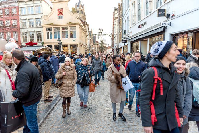 De kerstdrukte in Brugge wordt elk jaar groter.