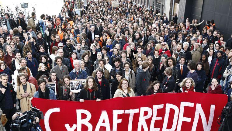 Studenten en docenten demonstreren tegen het bestuur van de UvA. Beeld ANP
