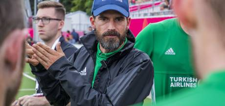Kampong-trainer Cox stopt als hockeycoach