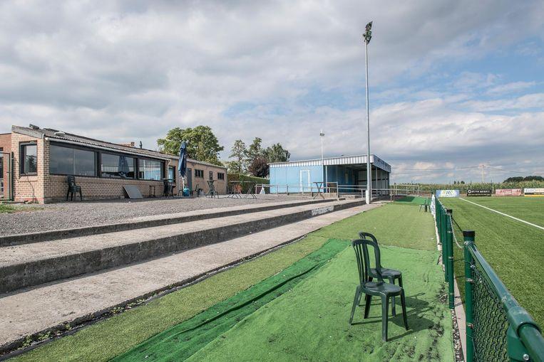 De kleedkamers en de voetbalkantine van VK Dadizele zijn te klein en verouderd.