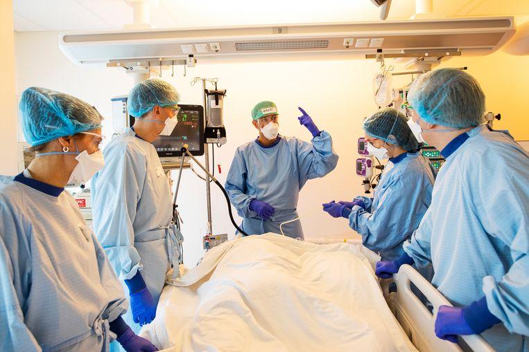 Artsen op de IC van het VUmc.  Beeld Marc Driessen