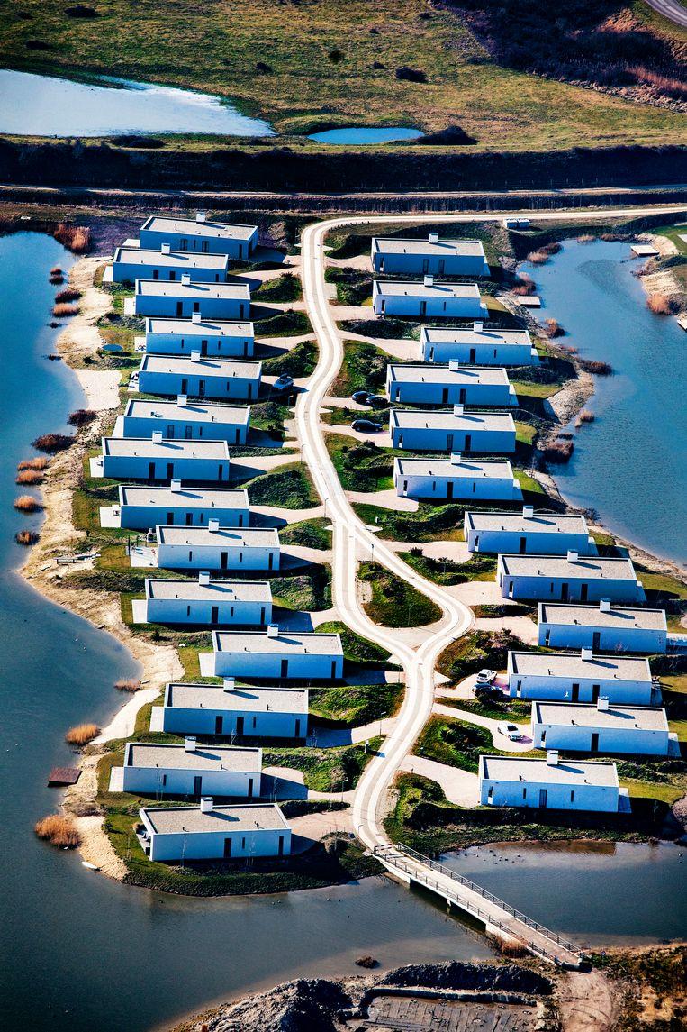 Vakantiepark De Groote Duynen inKamperland (gemeente Noord-Beveland) wordt momenteel in fases gebouwd. De woningen worden verkocht als tweede huis of als beleggingsobject, vanaf 285duizend euro exclusief btw.  Beeld null