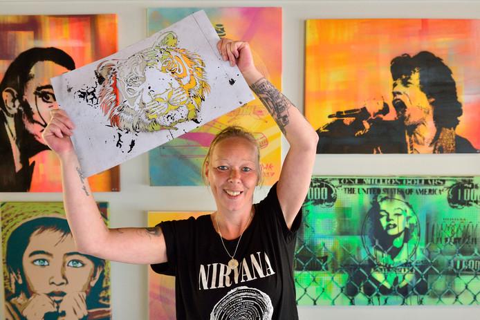 Renske Koster heeft inmiddels een fulltime baan aan haar stencil art.