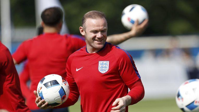 Goede prestaties van Wayne Rooney en zijn ploeggenoten kunnen het Brexit-gevoel versterken. Beeld reuters