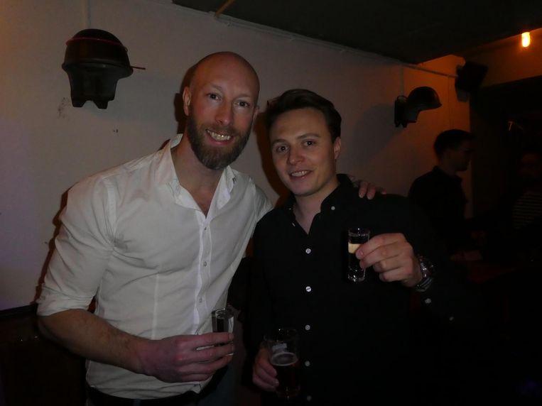 Albert Van Beeck Calkoen (Mister Cocktail) en Sebastian Kolstee van Kever Genever, verkrijgbaar in blik.