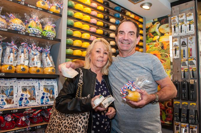 Linda Moore (69) en Geoff Norman (60) uit het Engelse Roleston on Dove (Staffs) in 't Kaaswinkeltje.