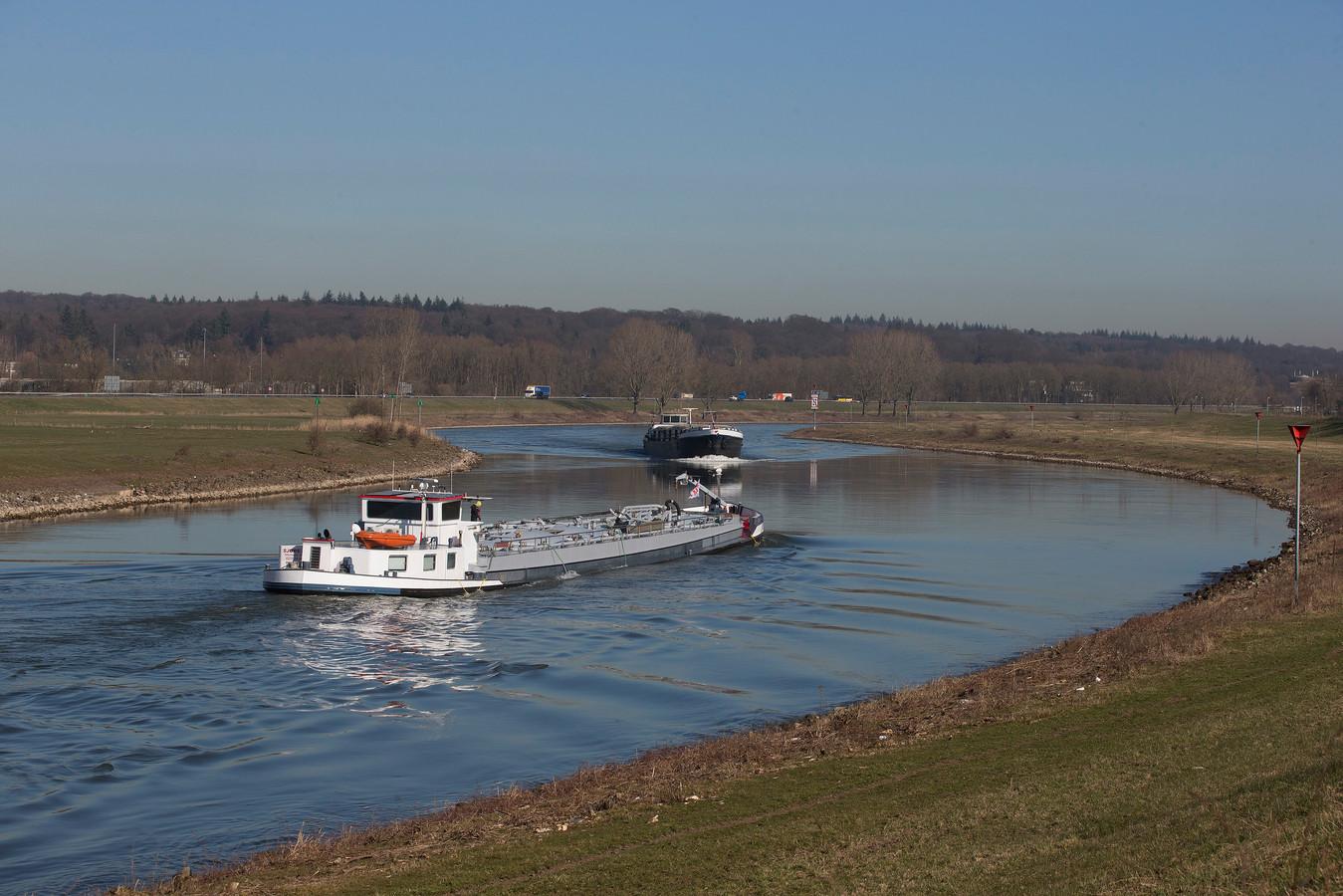 De IJssel tussen Arnhem en Doesburg geldt als één van de moeilijkst te bevaren stukken rivier in Nederland. Foto: Theo Kock