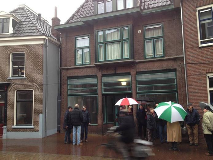De inrichting van het museum gaat van start in twee winkelpanden. De ingebruikname van de bakkerij (links) gaat nog niet van start