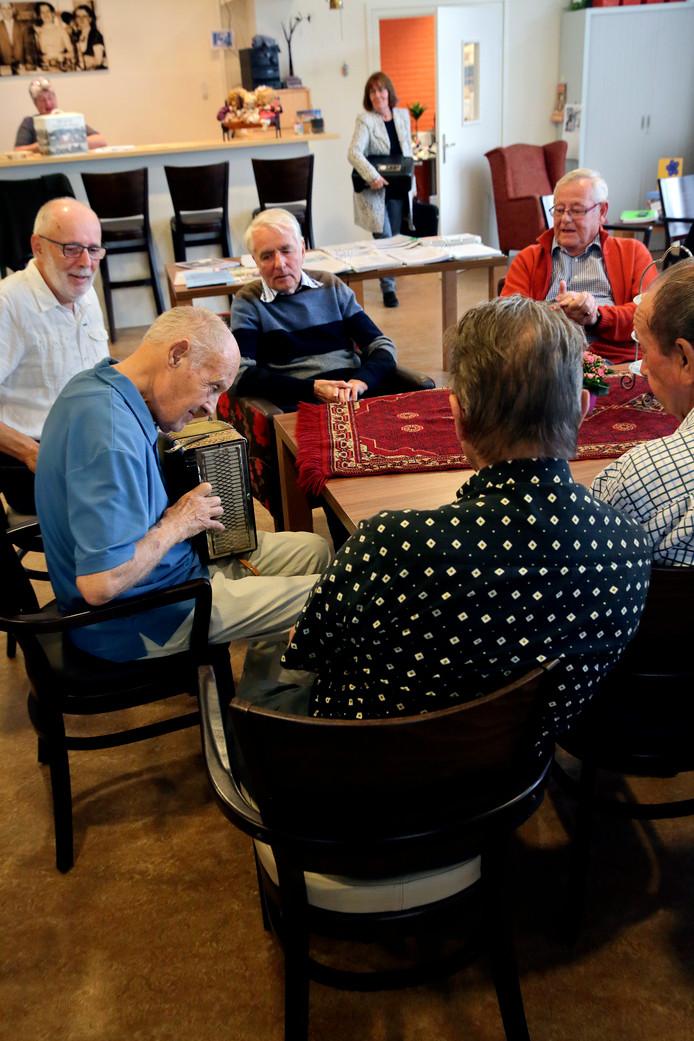 Het ruim drie jaar geleden opgerichte Odensehuis is niet meer weg te denken uit de Hoeksche Waard. Volgend jaar wil het inloophuis voor dementerenden en hun partners vijf dagen per week open.