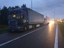 Opnieuw chauffeurs weggestuurd die vrachtwagen op vluchtstrook bij Hazeldonk parkeren