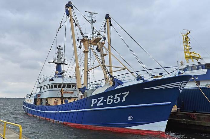 Vissersboot PZ 657 , die Our Anna gedoopt is.
