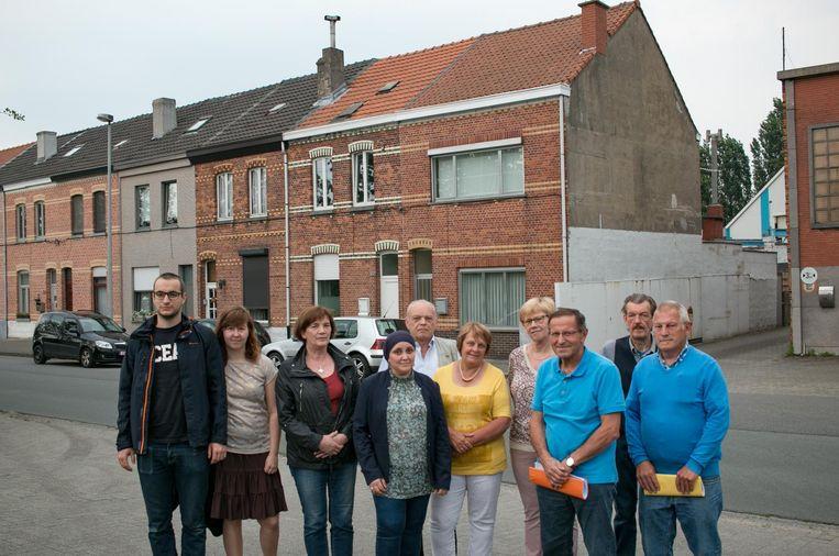 Een delegatie van de buurtbewoners van de Nieuwe Molenstraat aan de site, waar 97 appartementen komen.