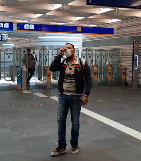 Met mondkapje in trein en bus in Zwolle: 'Het is wel benauwd hoor'
