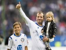 Van der Vaart, vrienden en zoontje Damian vermaken publiek in Hamburg