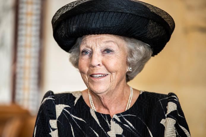 Prinses Beatrix zal het Dordtse standbeeld van Willem van Oranje onthullen. Dat gebeurt in oktober.