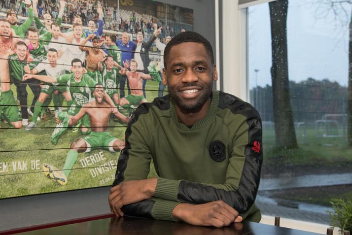 Pernelly Biya maakte als speler van VVOG ook racisme op het voetbalveld mee.