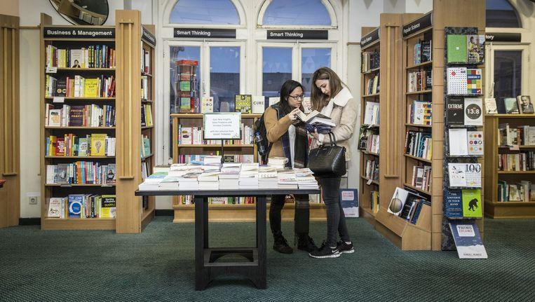 Boekhandel Waterstone in de Kalverstraat Beeld Dingena Mol