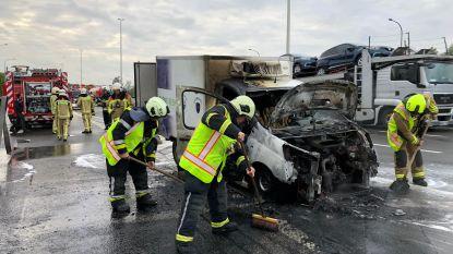 Bestelwagen op E313 gaat in vlammen op