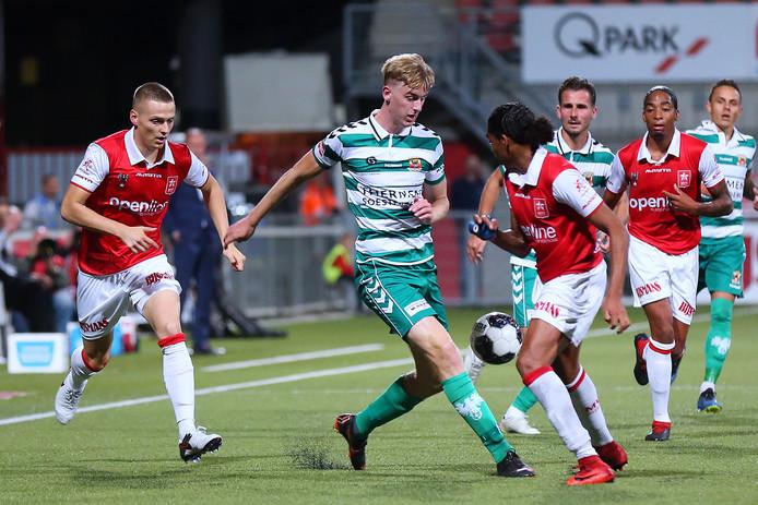 Maarten Pouwels in actie namens GA Eagles. De spits tekende voor de winnende treffer tegen MVV én tekende een tweejarig contract.