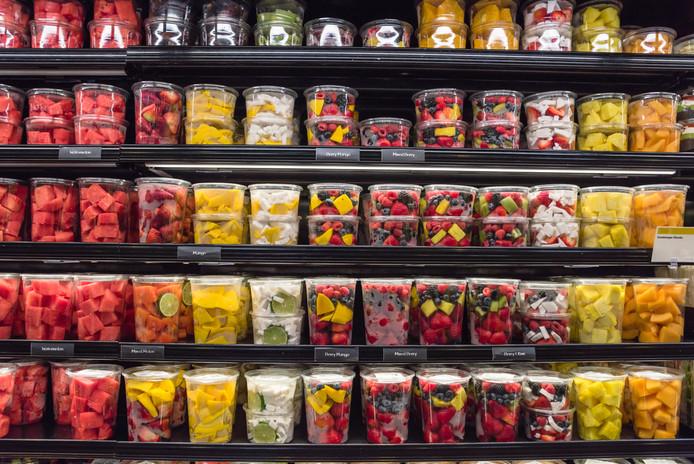 Veel eten is verplakt in plastic.