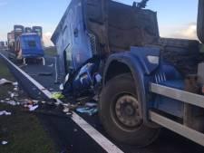 Botsing tussen twee vrachtwagens op A59 bij Terheijden
