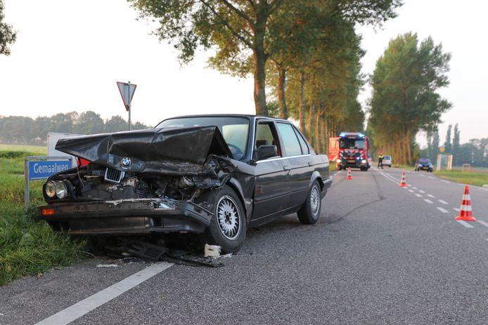 Op de kruising Noordermeerweg/Gemaalweg, tussen Rutten en Lemmer, is maandagochtend 4 september even voor zeven uur een personenauto achterop een busje gereden.