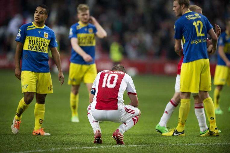 Siem de Jong van Ajax treurt na afloop van het gelijkspel tegen Cambuur. Beeld null
