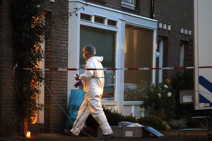 De politie hoopt vanavond het onderzoek in de woning af te ronden.