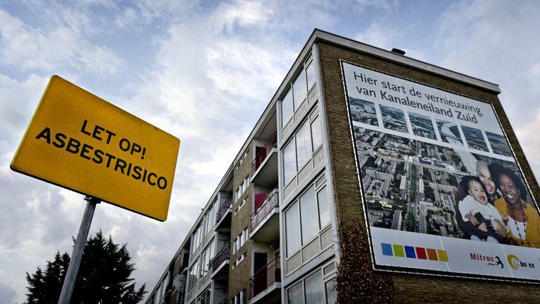 Een van de met asbest besmette flats in Utrecht, afgelopen zomer. Beeld ANP