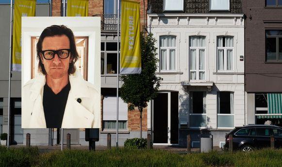 De witte woning van Piet Goddaer staat te koop. Je vindt het pand in de Noordstraat in Kortrijk.